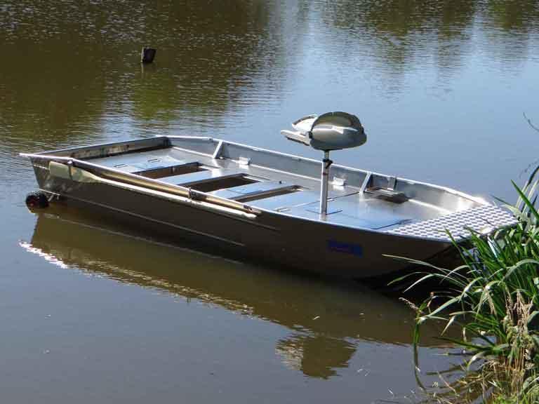 Barca da pesca leggera in alluminio